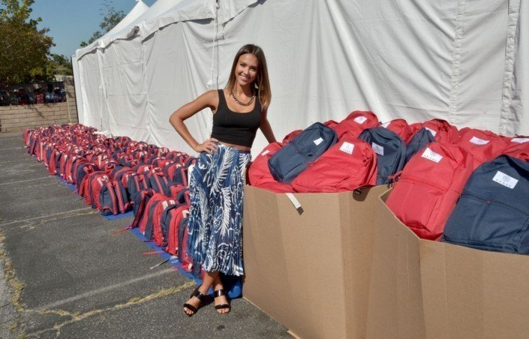 jessica-alba-at-the-honest-company-and-state-bags-celebrate-back-to-school-in-arleta-08-17-2015_3